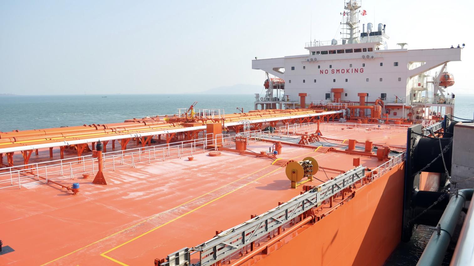 Phòng ngừa, ứng phó sự cố tràn dầu cho tàu/xà lan vận tải xăng dầu