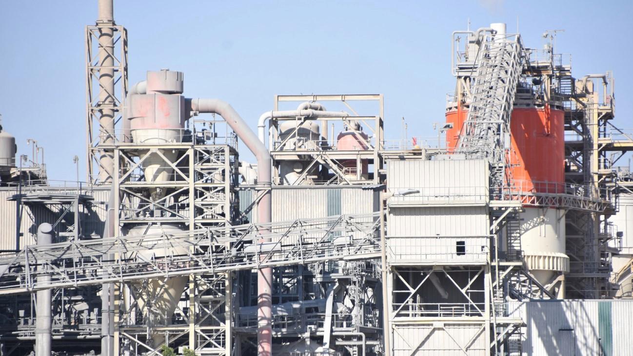 Phòng ngừa, ứng phó sự cố tràn dầu cho nhà máy xi măng